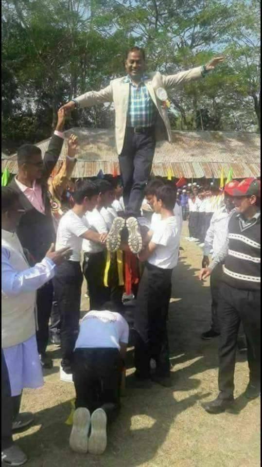 কোমলমতি ছাত্রদের গায়ের ওপর দিয়ে হাঁটছেন উপজেলা চেয়ারম্যান