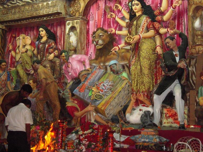 ডাক্তারাসুর : প্রতিবাদে বিক্ষুব্ধ কলকাতার ডাক্তার সমাজ :লেখক বুদ্ধিজীবীরাও শামিল