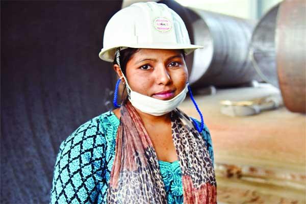 পদ্মা ব্রিজে সাফল্যের সঙ্গে কাজ করছেন বাঙালি নারী প্রকৌশলী
