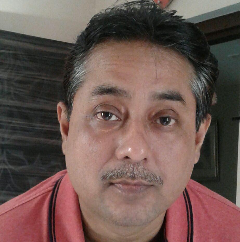 শ্রীমান রাজিবলোচন সাড়ে পাঁচকেজি ব্যাগ কাধে স্কুলে যাচ্ছে: ও নিজেও সাড়ে পাঁচ বছরের