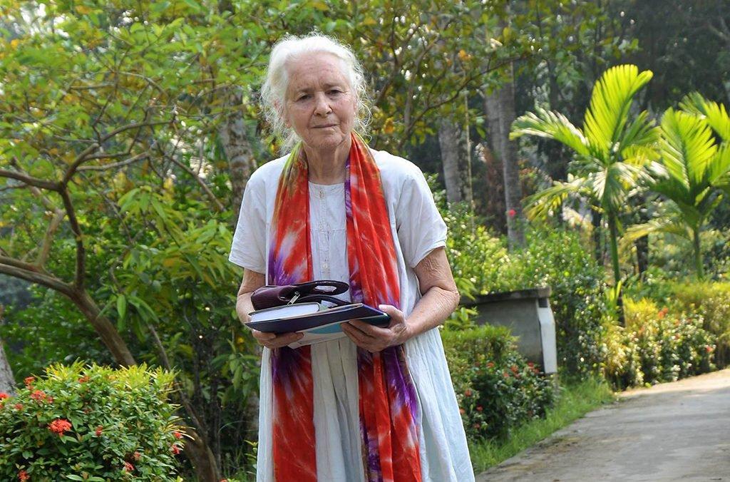 বাংলাদেশের নাইটিঙ্গেল : বাংলার মাদার তেরেজা এই লুসি হেলেন