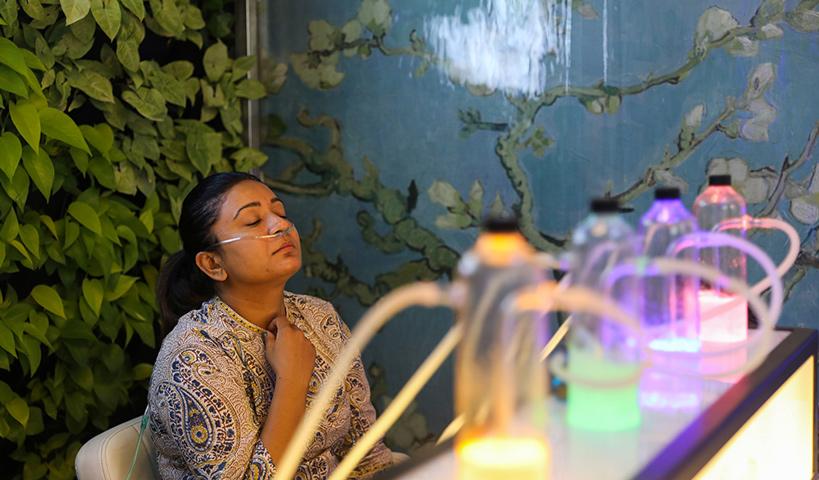 বাতাস যখন দূষিত: ১৫ মিনিট বিশুদ্ধ অক্সিজেন পেতে খরচ হবে ২৯৯ টাকা