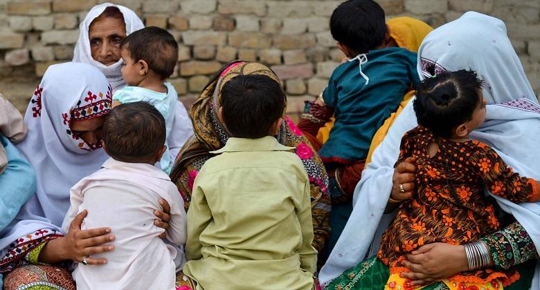 পাকিস্তানী ছোট শহরে ৯০০ শিশুর এইডস: টিকাদানকারী মানবতাবাদীদের হত্যার অভিশাপ !