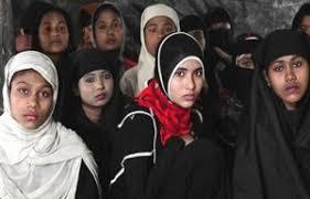 দুই বাংলাদেশী ছাত্রীকে স্কুল থেকে তুলে নিয়েছে  রোহিঙ্গারা:  মানবতা বনাম ওদের দানবতা