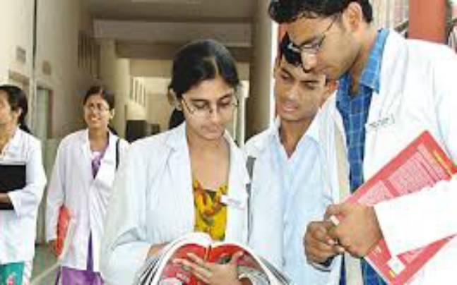 ' শিক্ষকদের অমানবিক আচরনের সব থেকে বেশী সাফারার মেডিকেল শিক্ষার্থীরা'